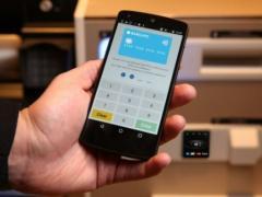别人家的银行 用户使用智能手机提现